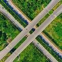 <p> Đường mang tên Đại tướng Võ Nguyên Giáp bắt đầu từ đường dẫn cầu Nhật Tân chạy qua Đông Anh và Sóc Sơn tới điểm giao cắt với quốc lộ 18. Tuyến đường dài 12 km, rộng 70-100 m, có tổng mức đầu tư 4.945 tỷ đồng, sử dụng vốn vay ODA Nhật Bản và vốn đối ứng trong nước. Trong ảnh là nút giao Võ Nguyên Giáp với đường Hoàng Sa và Trường Sa. <em>Ảnh: Hoàng Hà</em></p>