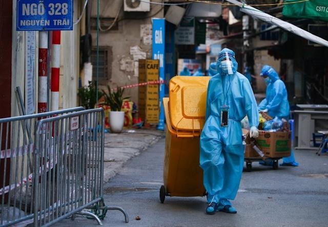 Phó Giám đốc CDC Hà Nội cho biết  dựa vào số liệu và diễn biến dịch bệnh những ngày gần đây, khả năng thành phố phải giãn cách xã hội tiếp là rất cao.