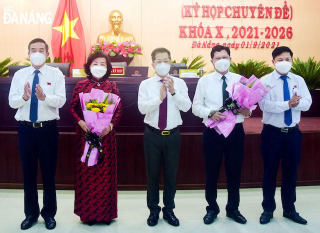 Lãnh đạo thành phố Đà Nẵng chúc mừng 2 tân Phó Chủ tịch UBND Thành phố.