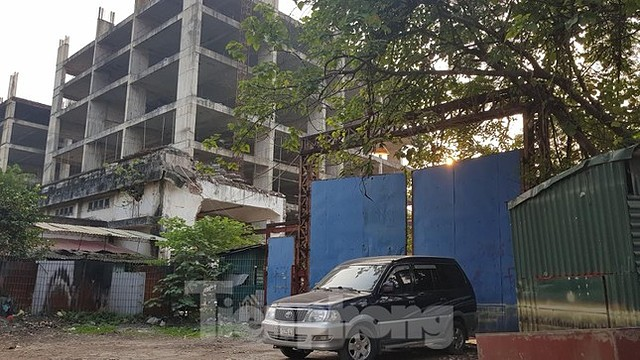 Dự án tòa nhà hỗn hợp AZ Sky, khu đô thị mới Định Công (Hoàng Mai) nợ nghĩa vụ tài chính 145 tỷ đồng, trong đó tiền sử dụng đất nợ 97 tỷ đồng, còn lại là tiền chậm nộp.