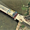 <p> Cầu Thủ Thiêm 2 được thực hiện theo hình thức hợp đồng BT. Tổng chiều dài công trình khoảng 1.465 m, với phần cầu dài khoảng 886 m gồm nhịp chính có kết cấu dây văng và các nhịp dẫn bằng bê tông cốt thép, mặt cắt ngang 6 làn xe.</p>