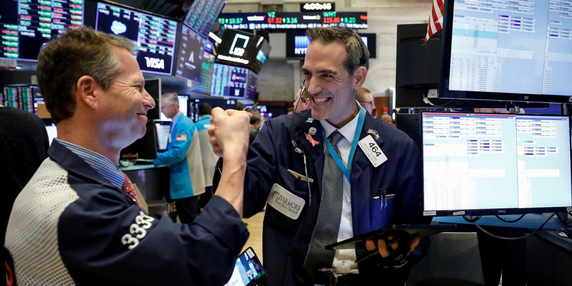 Cổ phiếu năng lượng 'thăng hoa', Phố Wall lập đỉnh lịch sử