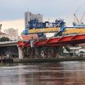 <p> Được khởi công năm 2015, cây cầu ban đầu có kế hoạch hoàn thành năm 2018, sau đó được gia hạn đến tháng 9 năm nay. Trong quá trình thực hiện, công trình gặp vướng mắc liên quan vấn đề giải phóng mặt bằng.</p>