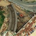 <p> Đường dẫn cầu phía quận 1 vẫn đang được thi công.</p>