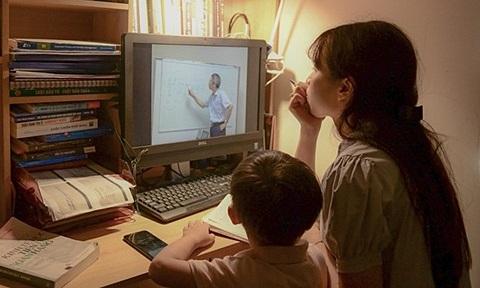 Gian nan tìm mua máy tính cho con học online ở TP.HCM