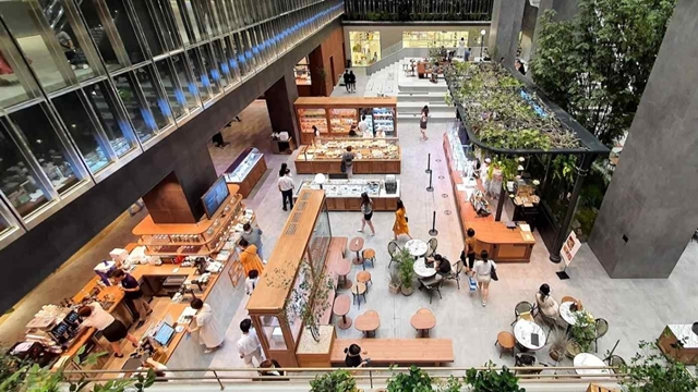 Lotte Department Store's branch in Dongtan features over 100 restaurants in the lower floors. (Photo by Kotaro Hosokawa)
