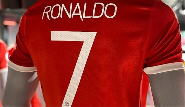 Áo đấu của Cristinao Ronaldo cháy hàng kể từ khi bắt đầu mở bán. Ảnh: ManUtd