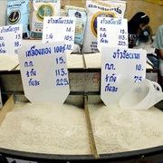 Thương nhân Thái Lan vật lộn đáp ứng nhu cầu gạo do vận chuyển khó khăn