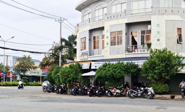 Hàng quán ở một số tỉnh miền Tây đã mở cửa đón khách trở lại. Ảnh: Việt Tường.