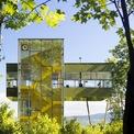 <p> Chủ nhà, đồng thời là là kiến trúc sư, muốn tạo ra một không gian để trở về vào mỗi dịp cuối tuần sau những ngày làm việc bận rộn, nhiều áp lực. Anh chọn cách xây một ngôi nhà nghỉ dưỡng trên mảnh đất 200 m2 giữa khu rừng ở ngoại ô New York.</p>