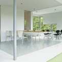<p> Phương án này cũng cho phép không gian bên trong nhà luôn đầy ánh sáng, từ đó tiết kiệm năng lượng.</p>
