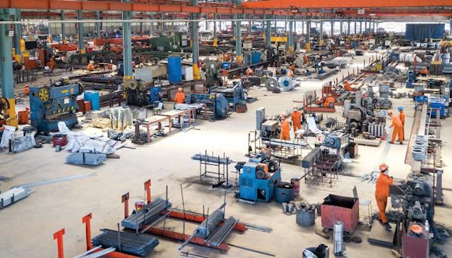 công nhân Công ty CP Cơ khí xây dựng thương mại Đại Dũng (KCN An Hạ, huyện Bình Chánh, TP HCM)