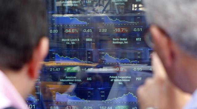 Nhà đầu tư nên kiểm soát hoàn toàn hành động bởi chính họ sẽ chịu trách nhiệm cho sự thành bại trên thị trường. Ảnh: Reuters.