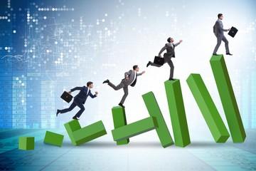 Cổ phiếu vừa và nhỏ đua nhau tăng trần, VN-Index lên gần 12 điểm