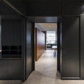 <p> Ngôi nhà được mong muốn được hiện diện ở giữa những vẻ bề ngoài khác mà không phụ thuộc vào chất liệu.</p>