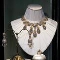 """<p> Thị trường trang sức cao cấp của thế giới đã tồn tại hàng trăm năm với các thương hiệu đình đám như Tiffany &amp; Co, Bulgari, Cartier hay Van Cleef &amp; Arpels. Tuy nhiên, với sự sáng tạo dựa trên những yếu tố phù hoa của lịch sử mang tên Baroque này, Dolce &amp; Gabbana đã thành công ngoài sức mong đợi.<span style=""""color:rgb(0,0,0);"""">Ảnh:</span><em style=""""color:rgb(0,0,0);""""><span>Dolce &amp; Gabbana</span><span></span></em></p>"""