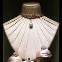 """<p class=""""Normal""""> Giá mỗi món trang sức dao động từ 200.000 đến 2 triệu euro nhưng khách hàng trung thành của hãng vẫn sẵn sàng chi trả để có được các tuyệt tác.<span>Ảnh:</span><em><span>Dolce &amp; Gabbana</span><span></span></em></p>"""