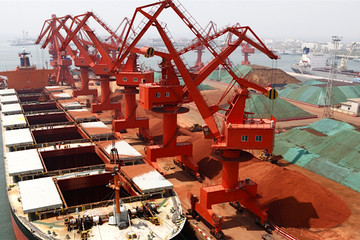 Trung Quốc nhập khẩu quặng sắt nhiều kỷ lục