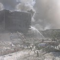 """<p class=""""Normal""""> Lính cứu hỏa chữa cháy ở """"Khu vực số 0"""" – nơi các tòa tháp sụp đổ.</p> <p class=""""Normal""""> Trong ngày 11/9/2001, 343 lính cứu hỏa của New York City thiệt mạng trong hai tòa tháp. Ít nhất 200 người nữa thiệt mạng vì bệnh tật liên quan đến công việc ở khu vực. Ảnh: <em>AP</em>.</p>"""