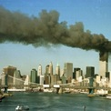 """<p class=""""Normal""""> Quang cảnh hai tòa tháp của WTC sau vụ tấn công. Ảnh: <em>Reuters</em>.</p>"""