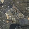 """<p class=""""Normal""""> Vài phút sau khi Flight 175 cất cánh, chuyến bay Flight 77 của American Airlines khởi hành từ sân bay quốc tế Washington Dulles, bang Virginia. Khoảng 40 phút sau, Flight 77 lao xuống tường phía tây của Lầu Năm Góc.</p> <p class=""""Normal""""> Đây là ảnh chụp Lầu Năm Góc từ trên cao vào sáng ngày 12/9/2001, cho thấy thiệt hại nặng ở khu vực phía tây tòa nhà. Ảnh: <em>Getty Images.</em></p>"""