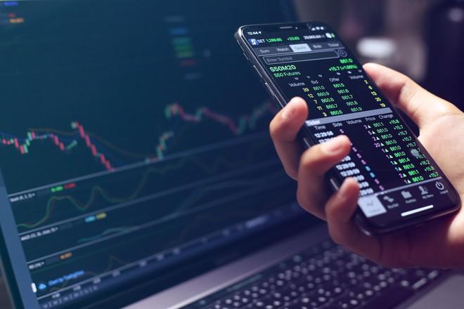 Cổ phiếu ngân hàng chìm trong sắc đỏ, VN-Index giảm hơn 8 điểm