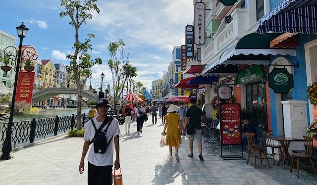 Việc thí điểm đón khách quốc tế sẽ bắt đầu từ Phú Quốc (Kiên Giang) sau đó sẽ mở rộng ra những địa điểm khác như