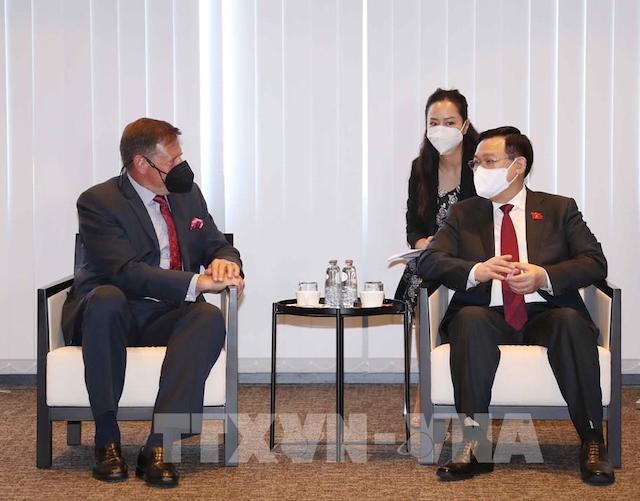 Chủ tịch Quốc hội Vương Đình Huệ tiếp lãnh đạo một số tập đoàn kinh tế tại Bỉ