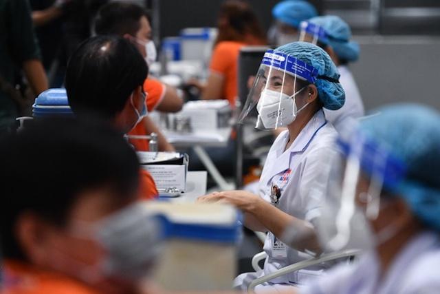 Hà Nội triển khai tiêm vaccine cho 8 nhóm đối tượng.