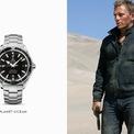 """<p class=""""Normal""""> <strong>Quantum of Solace (Định Mức Khuây Khỏa) 2008</strong>: Phần phim này, James Bond phải tìm cách trả thù cho Vesper Lynd. Nhiệm vụ này dẫn James đối đầu với Dominic Greene, kẻ đội lốt nhà hoạt động môi trường hảo tâm nhằm thống trị nguồn nước trên thế giới. 007 đã chọn <strong>Seamaster Planet Ocean 600M OMEGA Co-Axial</strong> với mặt đồng hồ và gờ đen cổ điển. Chiếc đồng hồ này có vỏ khung 42mm, vành bezel kim loại với một dây đeo màu đen, sử dụng bộ máy Calibre 2500.<span style=""""color:rgb(34,34,34);"""">Ảnh:</span><em style=""""color:rgb(34,34,34);"""">Omegawatch</em></p>"""