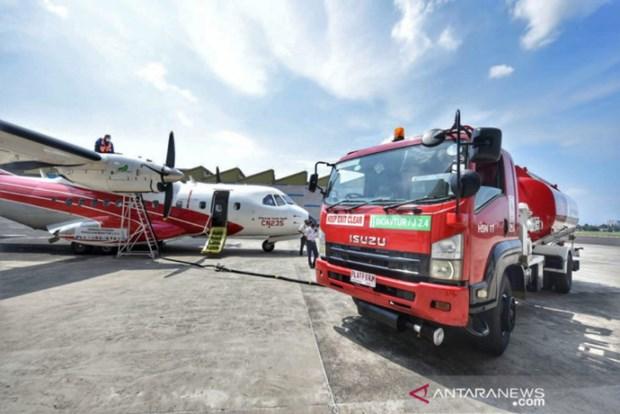 Tiếp nhiên liệu Bioavtur J2.4 cho máy bay. (Nguồn: antaranews.com)