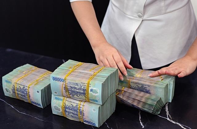 NHNN cho rằng việc tăng trưởng tín dụng cao tiềm ẩn rủi ro cho hệ thống ngân hàng và nền kinh tế. Ảnh: Zing.