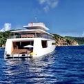 """<p class=""""Normal""""> Steve Jobs tìm tới hãng đóng tàu Hà Lan Feadship để đặt hàng du thuyền này. Phong cách mà huyền thoại Thung lũng Silicon chọn rất tối giản với gam màu trắng thể hiện sự sang trọng, tinh tế. Vì đó, tên của du thuyền được đặt là Venus – thần Vệ Nữ Hy Lạp.<span>Ảnh: W</span><em>oodsholeinn / Instagram</em></p>"""