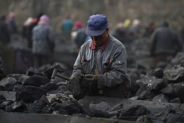 Giá hàng hóa bùng nổ, cổ phiếu nguyên vật liệu Trung Quốc tăng mạnh