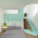<p> Ngôi nhà là kết quả giữa giải pháp kiến trúc cùng sở thích chủ nhà, thể hiện qua chi tiết và màu sắc của công trình</p>