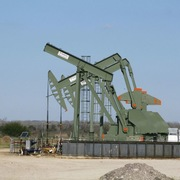 Tồn kho tại Mỹ không giảm như kỳ vọng, giá dầu xuống thấp nhất hai tuần