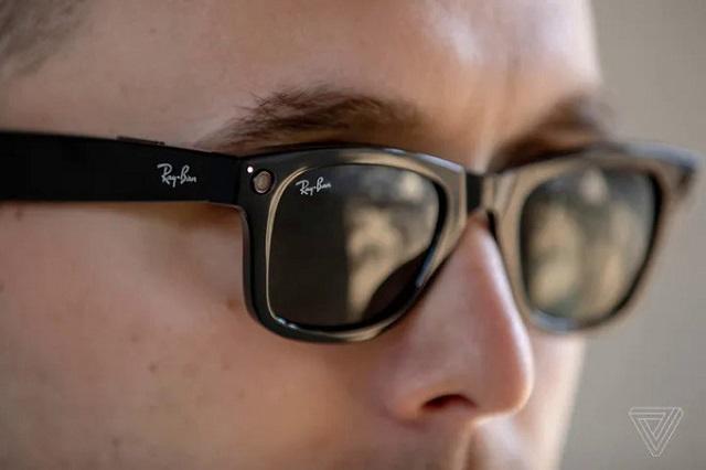 Facebook ra mắt kính thông minh
