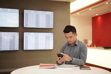 Công ty chứng khoán giải bài toán F0 tự giao dịch, hiện tượng 'room VIP', 'room phím hàng'