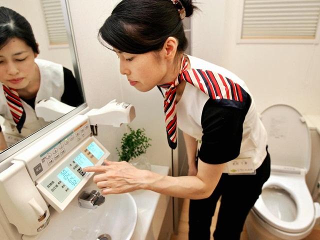 toilet-getty-7746-1631267897.jpg