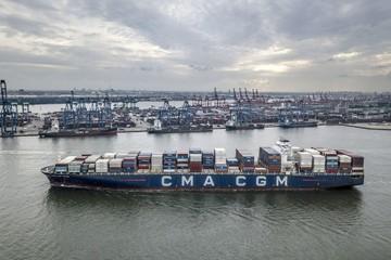 Hãng vận tải container lớn thứ 3 thế giới hoãn tăng cước giao ngay