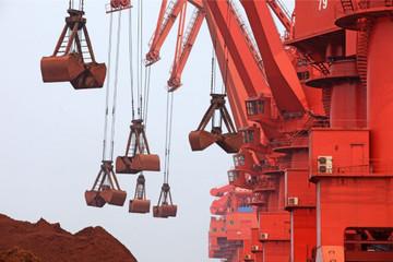 Giá quặng sắt tiếp tục giảm vì chính sách hạn chế sản xuất thép của Trung Quốc