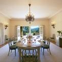 """<p class=""""Normal""""> Căn biệt thự chính của khu có 9 phòng ngủ, 6 căn còn lại có diện tích khiêm tốn hơn. Nhà của Holmes và chồng là 1 trong 6 căn biệt thự đó.<span>Ảnh:</span><em>Christie's International Real Estate.</em></p>"""