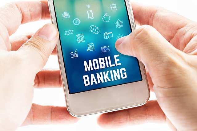 Phát triển ứng dụng ngân hàng điện tử là hướng đi tất yếu của các ngân hàng. Ảnh: TheBank.vn