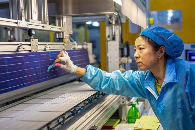 Một nhà máy sản xuất tấm pin mặt trời tại thành phố Hải An, tỉnh Giang Tô. Ảnh: Getty Images