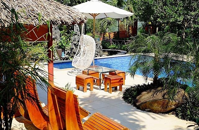 Một số homestay với đầy đủ tiện ích như hồ bơi, khu vui chơi cộng đồng ở ngoại thành Hà Nội đang được rao bán với mức giá giảm sâu. Ảnh: NVCC.
