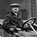 """<p> <span style=""""color:rgb(0,0,0);"""">Năm 1910, Rolls không may qua đời trong một tai nạn bay và không bao giờ có cơ hội nhìn thấy chiếc ôtô của mình thành công trên thị trường. Sau đó, Royce vẫn kiên trì xây dựng thương hiệu Rolls-Royce để có được thành công như ngày hôm nay.</span>Ảnh: <em>Britannica</em></p>"""