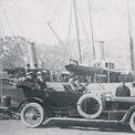 """<p> Dù qua đời từ sớm nhưng cái tên Rolls vẫn là một phần của thương hiệu """"double R"""" đình đám cả thế giới. Mà cho đến sau này, những chiếc xe Rolls-Royce được mệnh danh là xe của nhà giàu. Ngày 27 tháng 8 vừa qua, Rolls-Royce Motor Cars đã kỷ niệm sinh nhật lần thứ 144 của nhà Charles Stewart Rolls bằng một chuyến diễu hành ở London, Anh quốc trên chiếc Rolls-Royce Ghost. Chiếc xe đã đi qua các địa điểm gắn liền với cuộc đời và sự nghiệp của Rolls từ những ngày đầu thành lập. Ảnh: <em>Peoplecollection</em></p>"""