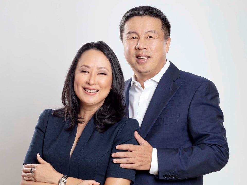 Một cặp vợ chồng thành người giàu thứ 6 Philippines nhờ công ty viễn thông
