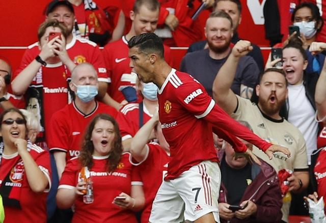 Ronaldo ăn mừng sau khi bàn thắng đầu tiên khi trở lại Man Utd sau 12 năm. Ảnh: Reuters