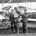 <p> Rolls bắt đầu sự nghiệp hàng không của mình với tư cách là một vận động viên khinh khí cầu và giành được Huy chương vàng Gordon Bennett năm 1903 cho hạng mục bay lâu nhất. Rolls thực hiện được khoảng 170 chuyến bay. Ảnh: <em>Classiccars</em></p>